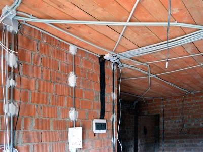Разводка электрики по потолку